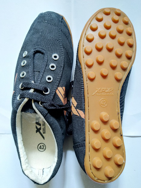 Giày XP đá bóng màu đen