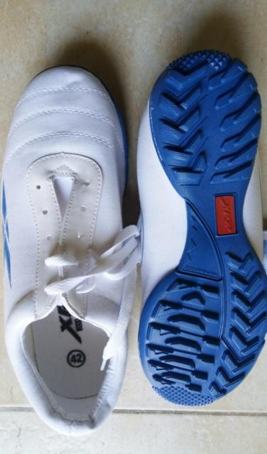 Giày XP đá bóng trắng đế xanh